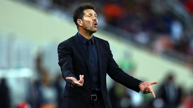 Valencia wasted two fine late chances as they could only draw 2-2 at home to an out-of-form Atletico Madrid on Friday.