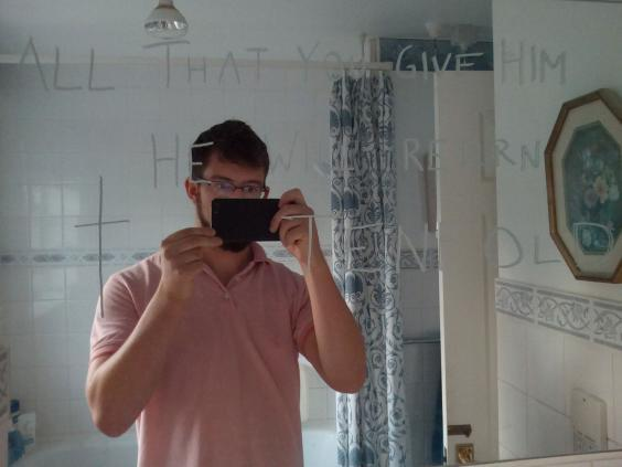 A selfie taken by Ben Field with one of the message he wrote on a mirror in Ann Moore-Martin's home (Thames Valley Police)