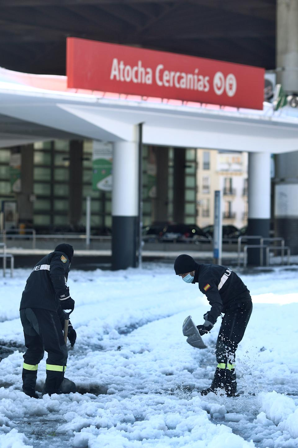 MADRID, SPAIN - JANUARY 11: Military personnel from UME carry out snow removal work at the Puerta de Atocha Station on January 11, 2021 in Madrid (Spain). The Minister of Defence, Margarita Robles, has travelled to Atocha to thank the military for their collaboration in various tasks following the devastation caused by the snowstorm 'Filomena'. (Photo by Eduardo Parra/Europa Press via Getty Images) (Photo by Europa Press News/Europa Press via Getty Images)