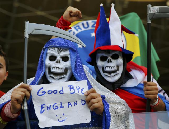 Fans of Costa Rica pose with a sign at the end of their 2014 World Cup Group D soccer match against England at the Mineirao stadium in Belo Horizonte June 24, 2014. REUTERS/Laszlo Balogh (BRAZIL - Tags: SOCCER SPORT WORLD CUP)