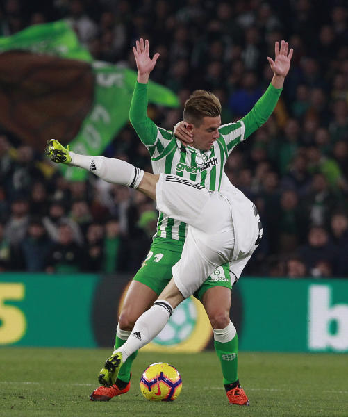 Real Madrid's Modric, front, and Betis' Lo Celso battle for the ball during La Liga soccer match between Betis and Real Madrid at the Villamarin stadium in Seville, Spain, Sunday, Jan. 13, 2019. (AP Photo/Miguel Morenatti)