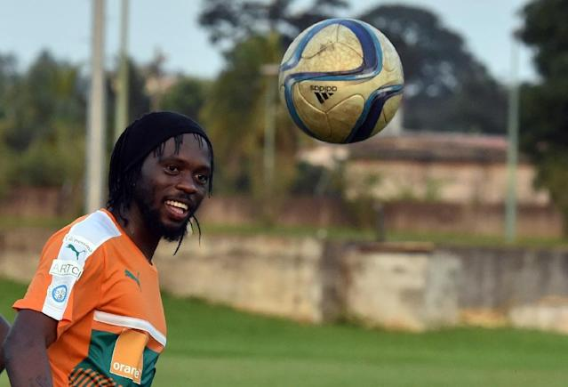 Ivory Coast's national football team striker Gervinho controls the ball as he takes part in a training session on October 4, 2016 ahead of the 2018 FIFA World Cup football match against Mali (AFP Photo/Issouf Sanogo)