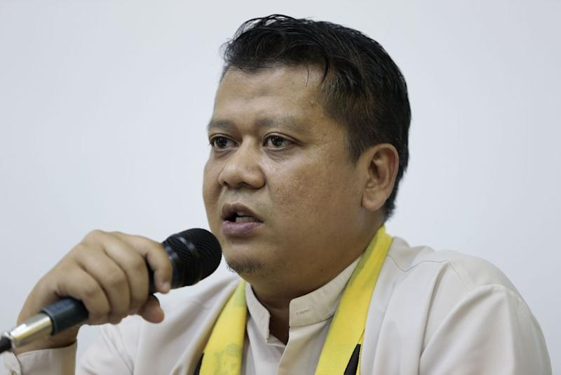 Bersih 2.0's Shahrul Aman Mohd Saar agreed with the suggestion of Ambiga as the new EC chairman, but stressed that there were many who would do as well in the role. ― Picture by Yusof Mat Isa