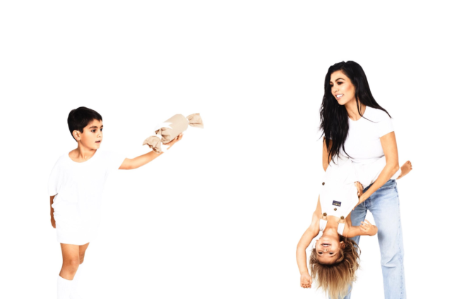 <p>Kourtney has fun with Mason and Reign. (Photo: Eli Russell Linnetz/Kim Kardashian via Twitter) </p>