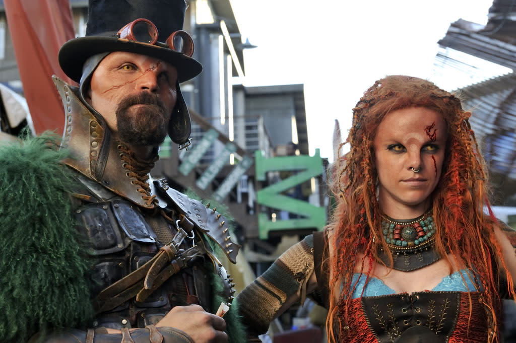 "Kaniehtiio Horn as Rynn in the ""Defiance"" episode, ""The Serpent's Egg."""