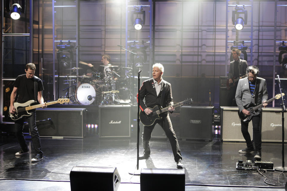 THE TONIGHT SHOW WITH JAY LENO -- (EXCLUSIVE COVERAGE) -- Episode 4301 -- Pictured: (l-r) Greg K., Dexter Holland, Pete Parada, Noodles of musical guest The Offspring perform on August 17, 2012 -- (Photo by: Paul Drinkwater/NBCU Photo Bank/NBCUniversal via Getty Images via Getty Images)