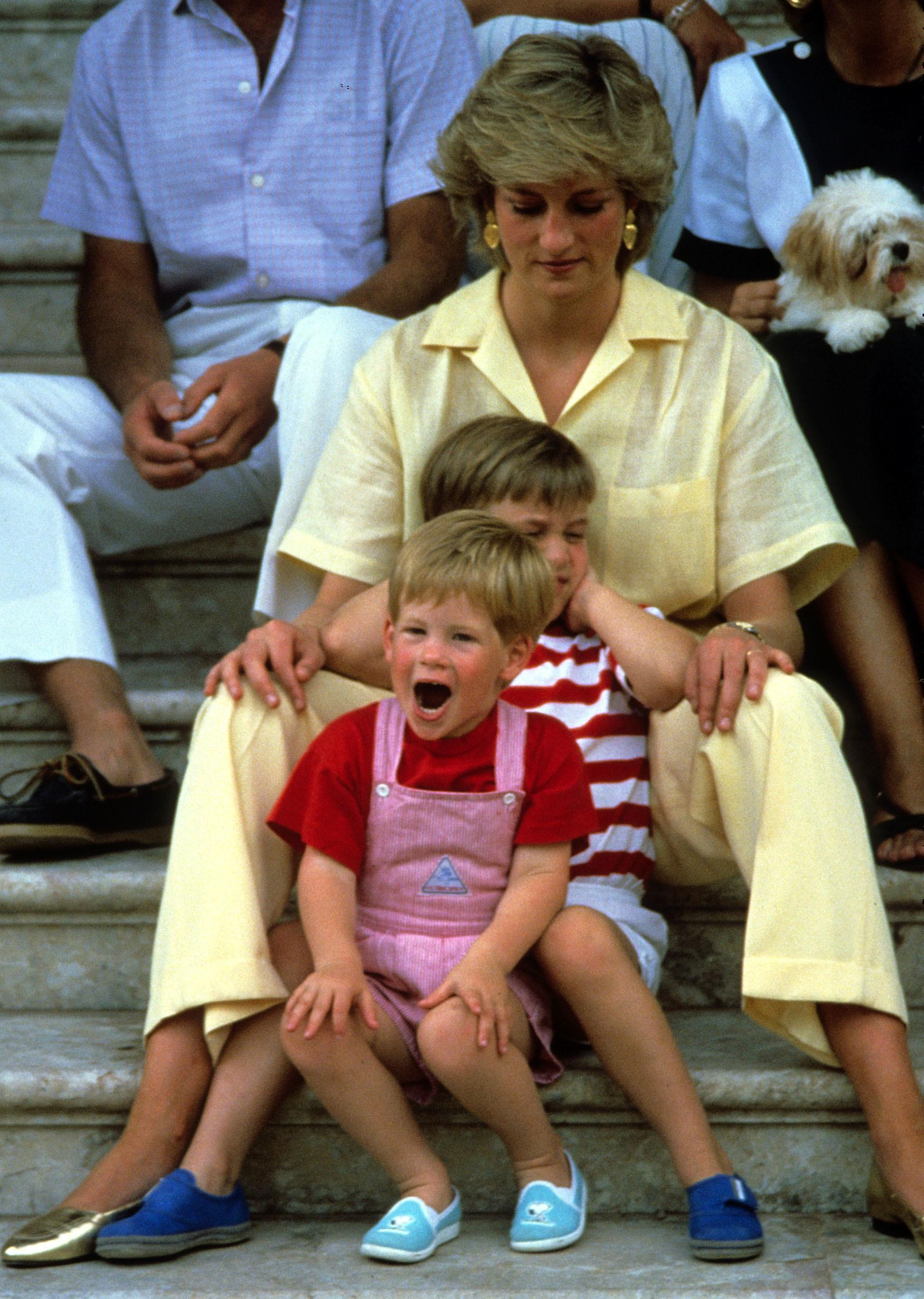 Princess Diana, Princess of Wales with Prince William and Prince Harry on holiday in Majorca, Spain on August 10, 1987. Also present were the Spanish Royal Family and the Prince of Wales. (Photo by Anwar Hussein) *** Local Caption *** XXX; XXX