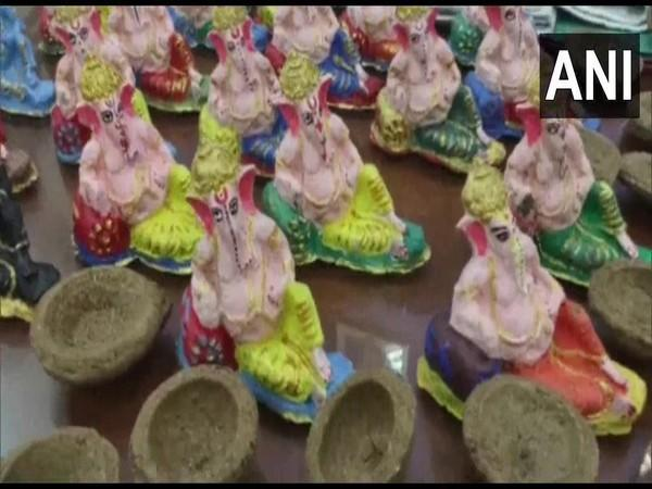 Lakshmi-Ganesh idols and oil lamps made from cow dung. [Photo/ANI]