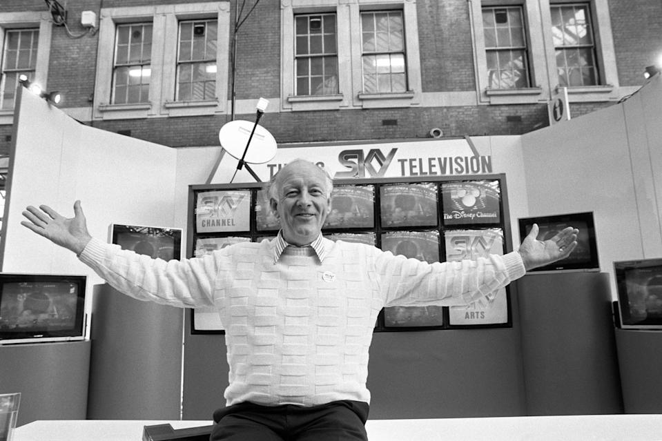 Television presenter Frank Bough fronting a special exhibition stand at Waterloo Station in London where commuters were given a glimpse of programmes on offer from Sky Television, the satellite broadcasting station. (Photo by Jim James - PA Images/PA Images via Getty Images)