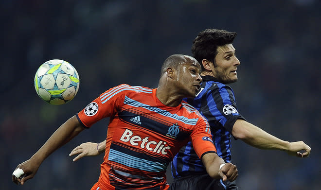 Inter Milan's Argentine defender Javier Zanetti  (R) vies with Marseille's Ghanean forward Andre Ayew during their second leg Champions League round of 16 football match in Milan's San Siro Stadium on March 13, 2012. AFP PHOTO / Filippo MONTEFORTE