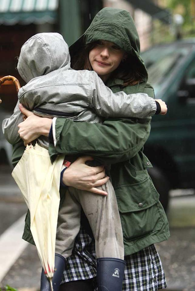 """Liv Tyler was spotted walking in the rain with son Milo the day after announcing her split from husband Royston Langdon. The """"Lord of the Rings"""" actress will appear in """"The Incredible Hulk"""" later this summer. <a href=""""http://www.splashnewsonline.com"""" target=""""new"""">Splash News</a> - May 9, 2008"""