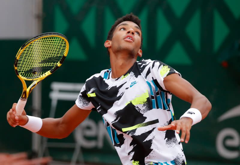 Auger-Aliassime makes early French Open exit