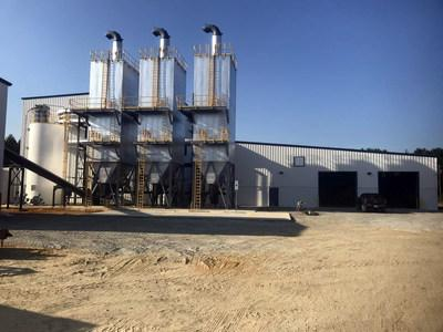 The Carolina Poultry Power facility in Farmville, N.C., generates 2 megawatts (MW) of power and 75,000 tons of steam per hour – using more than 230 tons of turkey waste a day. Duke Energy and other utilities are purchasing renewable energy certificates (RECs) from the $32 million biomass facility.