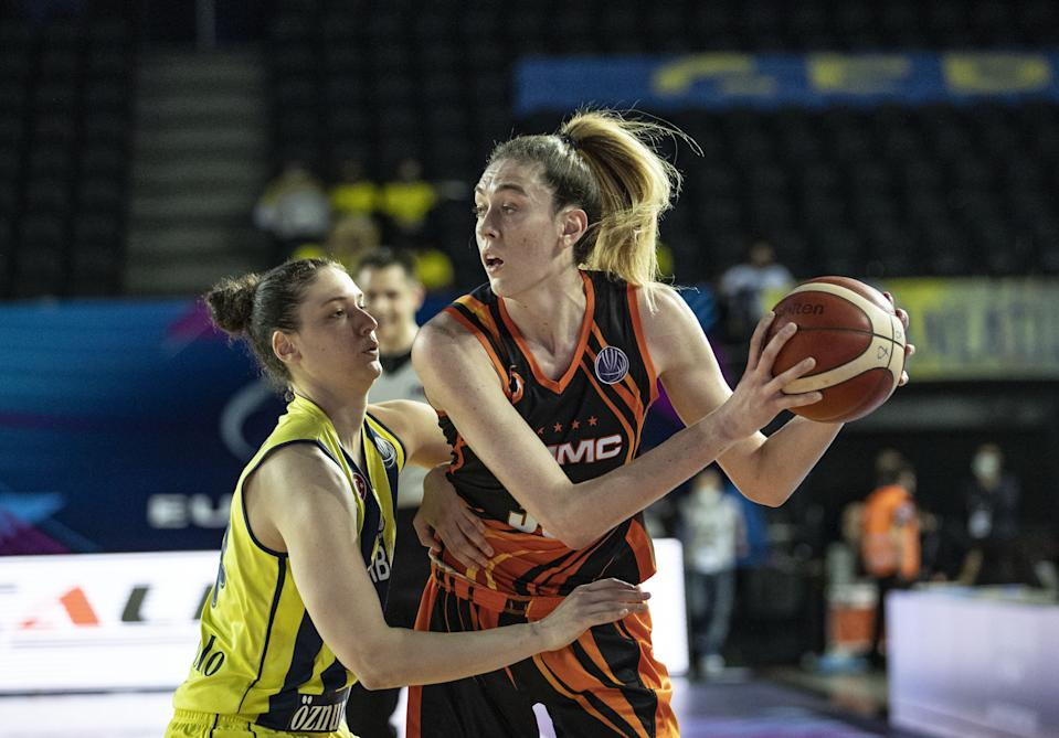 Breanna Stewart and UMMC Ekaterinburg added more titles this weekend. (Sebnem Coskun/Anadolu Agency via Getty Images)