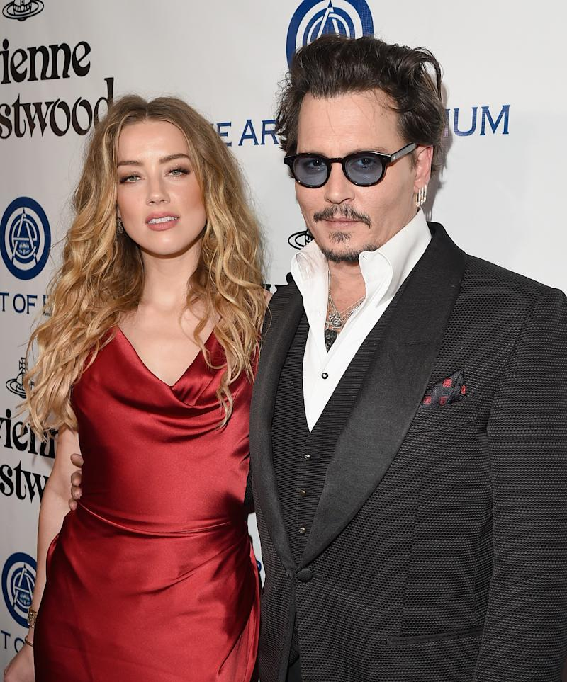 Amber Heard and Johnny Depp 2015 Australia dogs entry