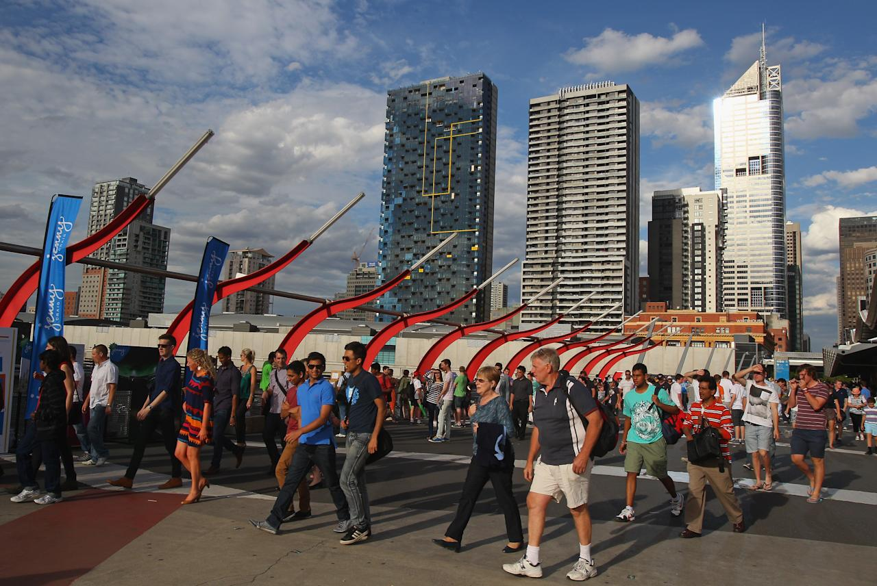 MELBOURNE, AUSTRALIA - DECEMBER 07:  Fans arrive to attend the Big Bash League match between the Melbourne Renegades and the Melbourne Stars at Etihad Stadium on December 7, 2012 in Melbourne, Australia.  (Photo by Scott Barbour/Getty Images)