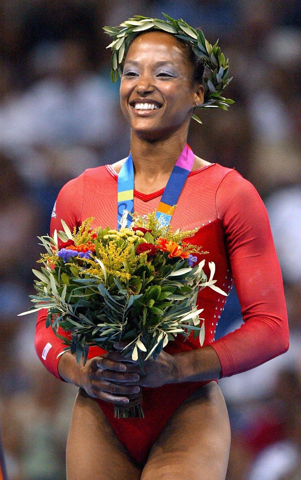 Annia Hatch celebrating her silver medal on the podium in Athens in 2004. (Photo: ADRIAN DENNIS / AFP via Getty Images)