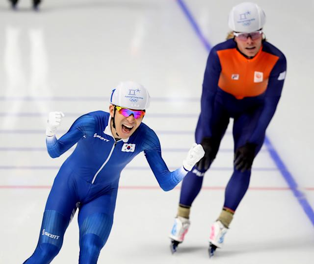 Speed Skating - Pyeongchang 2018 Winter Olympics - Men's Mass Start competition finals - Gangneung Oval - Gangneung, South Korea - February 24, 2018 - Seung-Hoon Lee of South Korea celebrates after winning the race. REUTERS/Lucy Nicholson