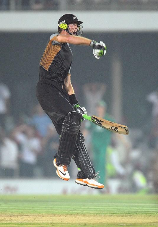 New Zealand batsman Martin Guptill, celebrates after hitting the winning run  during the 2nd  T20 match between South Africa and New Zealand  in East London at Buffalo Park on 23 December 2012 . New Zealand won the match.AFP PHOTO / ALEXANDER JOE