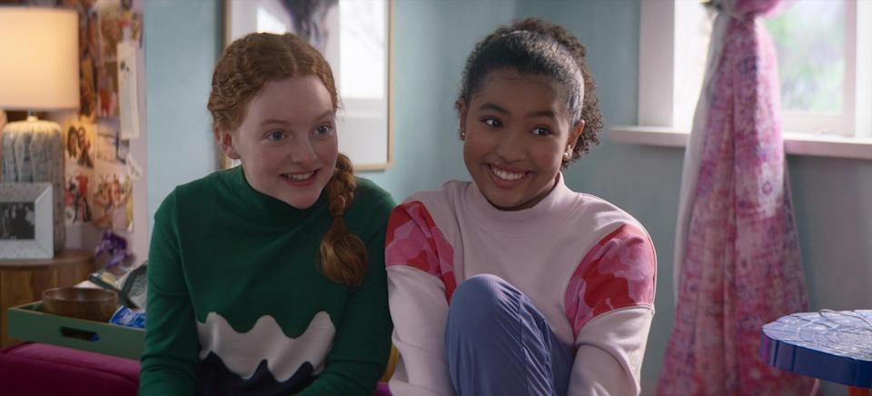 THE BABY-SITTERS CLUB (L to R) VIVIAN WATSON as MALLORY PIKE and ANAIS LEE as JESSI RAMSEY in episode 205 of THE BABY-SITTERS CLUB Cr. COURTESY OF NETFLIX © 2021
