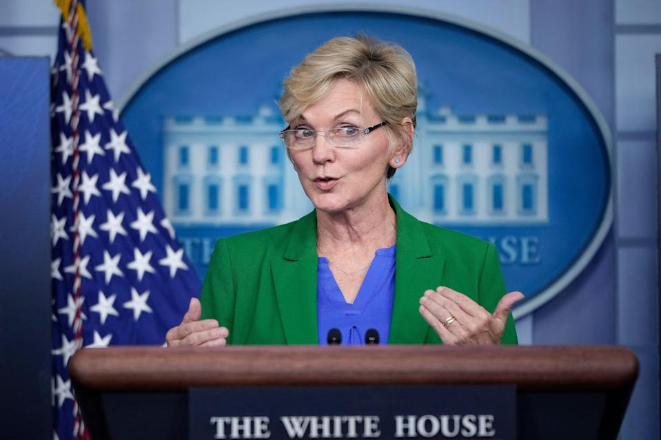 <p>US energy secretary encourages Americans to not 'hoard' gasoline amid pipeline shutdown</p> (Getty Images)