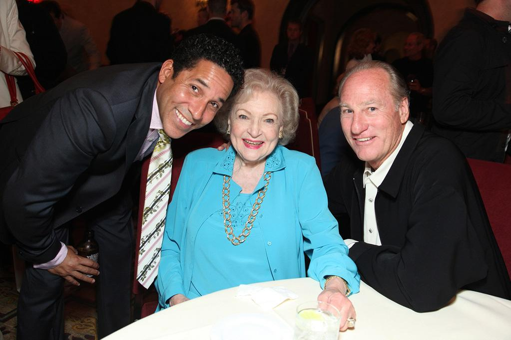 """<a href=""""http://movies.yahoo.com/movie/contributor/1804518221"""">Oscar Nunez</a>, <a href=""""http://movies.yahoo.com/movie/contributor/1800022900"""">Betty White</a> and <a href=""""http://movies.yahoo.com/movie/contributor/1800012734"""">Craig T. Nelson</a> at the Los Angeles premiere of <a href=""""http://movies.yahoo.com/movie/1810012112/info"""">The Proposal</a> - 06/01/2009"""
