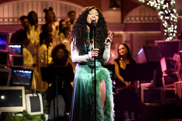 <p>This one will be close. The critically-lauded SZA has an edge over Alessia Cara and Khalid. (Julia Michaels and Lil Uzi Vert round out the unusually strong field.) Last year, the critically-acclaimed Chance the Rapper won here. (Photo: Will Heath/NBC/NBCU Photo Bank via Getty Images) </p>