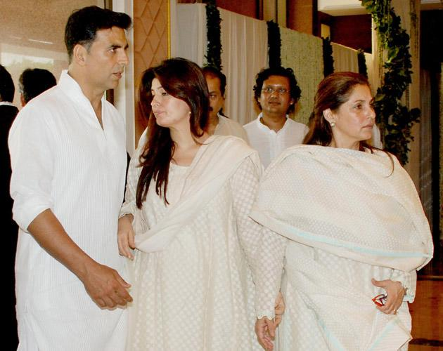 We spotted Twinkle with her mother and husband