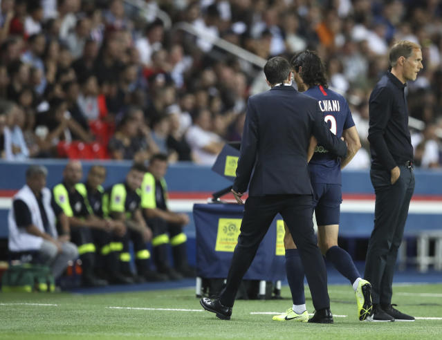 PSG's Edinson Cavani walks off the pitch after being injured during the French League One soccer match between Paris Saint Germain and Toulouse at the Parc des Princes Stadium in Paris, France, on Sunday, Aug. 25, 2019. (AP Photo/David Vincent)