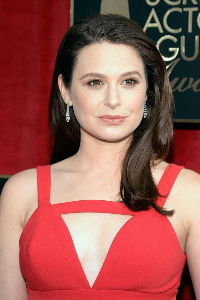 <p>The <i>Scandal </i>actress's soft brown brows appear to be filled in with powder. Her golden brown eyes pop against her light arches. (Photo: Getty)</p>