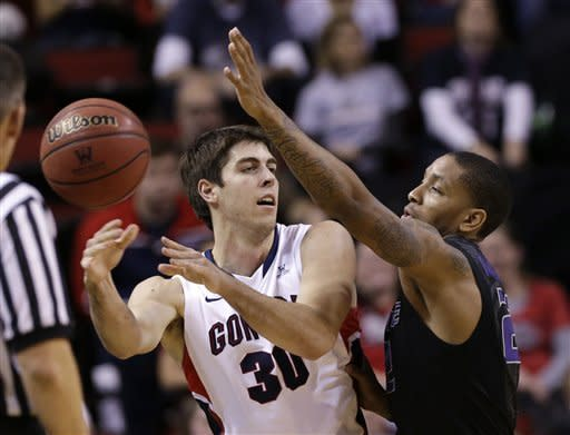 Kansas State's Rodney McGruder, right, defends as Gonzaga's Mike Hart passes in the first half of an NCAA college basketball game Saturday, Dec. 15, 2012, in Seattle. (AP Photo/Elaine Thompson)