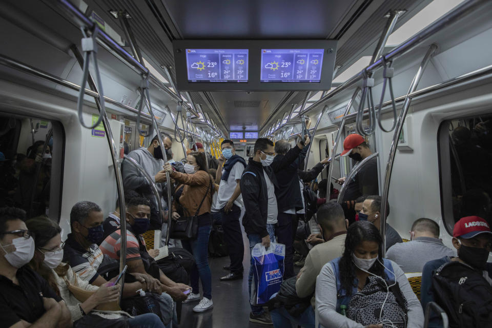 Movement of people in the Line 4 Yellow wagon of the São Paulo subway this June 17, 2020 in Sao Paulo, Brazil. State recorded record deaths from Covid-19 for two straight days this week. (Photo: Bruno Rocha/Fotoarena/Sipa USA)(Sipa via AP Images)