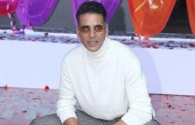 Akshay Kumar shoots promotional song for 'Good Newwz' despite injury and fever