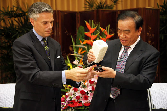 Jon Huntsman and Zhejiang Provincial Governor Lu Zushan exchange gifts during a meeting on Oct. 28, 2009, in Hangzhou, China. (Photo: Eugene Hoshiko /AFP/Getty Images)