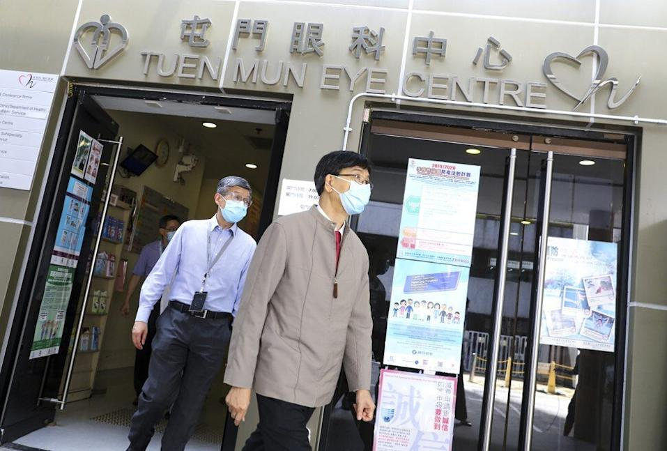 Professor Yuen Kwok-yung, the HKU microbiologist, inspected the Tuen Mun Eye Centre on Saturday. Photo: Dickson Lee
