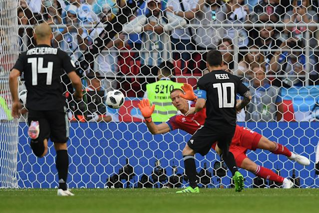 <p>Denied! Lionel Messi's penalty is saved by Hannes Halldorsson </p>