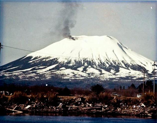 The plume of smoke from Mount Edgecumbe in 1974 gave locals an almighty fright (Wikipedia)
