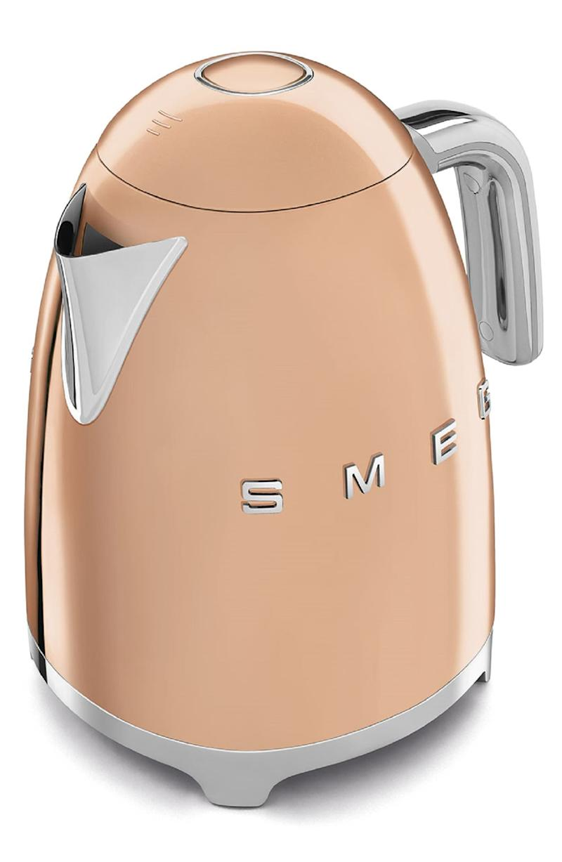 Smeg '50s Retro Style Electric Kettle. Image via Nordstrom.