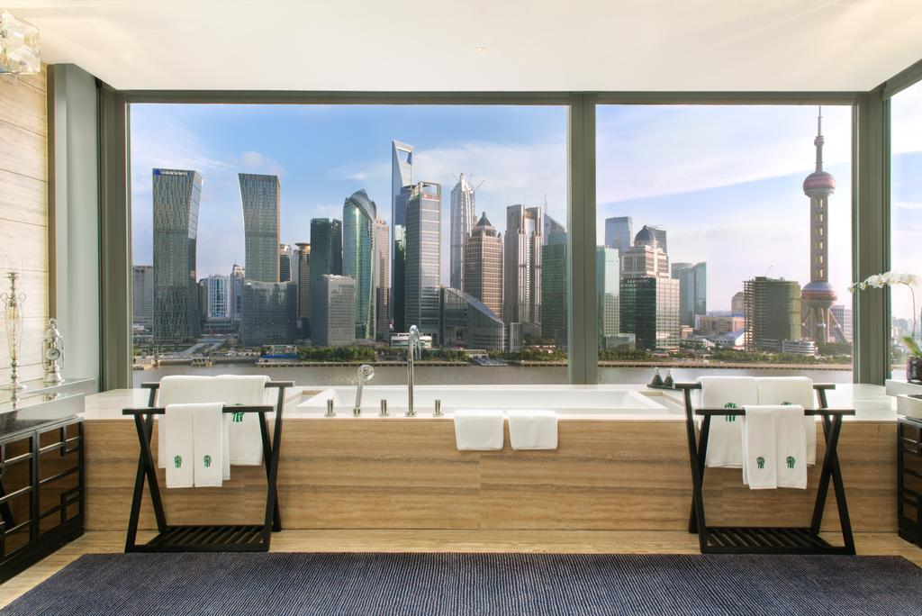 "<p>The <a rel=""nofollow"" href=""https://www.booking.com/hotel/cn/banyan-tree-shanghai-on-the-bund.en-gb.html?label=gen173nr-1DCAEoggJCAlhYSDNiBW5vcmVmaFCIAQGYAS64AQbIAQzYAQPoAQGSAgF5qAID;sid=3a2a3416e89e08236fe2947256c10124;all_sr_blocks=44112101_91328951_0_2_0;checkin=2017-11-27;checkout=2017-11-28;dest_id=-1924465;dest_type=city;dist=0;group_adults=2;hapos=1;highlighted_blocks=44112101_91328951_0_2_0;hpos=1;room1=A%2CA;sb_price_type=total;srepoch=1510055099;srfid=ecb64d6ae8cf39bd9d09792eedff3ea0aa9b3eaeX1;srpvid=5b5c529c9cfa0109;type=total;ucfs=1&#hotelTmpl"">Banyan Tree Shanghai on the Bund hotel</a> is located in the North Bund area of the Chinese city. The bath looks out across the Huangpu river onto the impressive skyscrapers of the city.</p>"