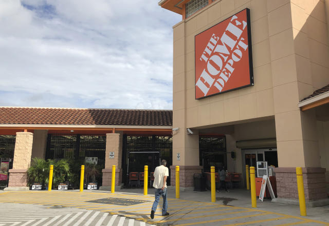"""Home Depot, the No. 1 home improvement chain, also had decent performance this year, up 27.73 per cent as of mid-December. Recently, <a href=""""https://ca.finance.yahoo.com/news/1-home-depot-forecasts-2020-114259543.html"""" data-ylk=""""slk:the company said;outcm:mb_qualified_link;_E:mb_qualified_link;ct:story;"""" class=""""link rapid-noclick-resp yahoo-link"""">the company said</a> it expects major investments in its e-commerce overhaul to pressure margins in 2020. (AP Photo/Wilfredo Lee)"""