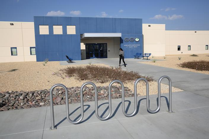 A family member walks into the Adelanto detention facility in 2013. (Photo: John Moore/Getty Images)