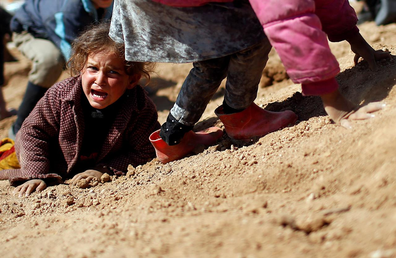 <p>A displaced Iraqi girl cries before entering Hamam al-Alil camp, as Iraqi forces battle with Islamic State militants, south of Mosul, Iraq March 10, 2017. (Photo: Suhaib Salem/Reuters) </p>