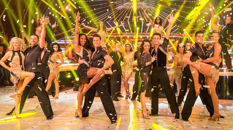 K E Y   P O I N T S Joe McFadden crowned winner of 'Strictly Come Dancing' 2017 He and partner Katya Jones faced Alexandra Burke, Debbie McGee and Gemma Atkinson in the final Joe won despite Alexandra topping the leader board with 119 points compared to his 118 It was the first time the four finalists had danced all three dances At 42, he is the show's oldest ever winner  S C O R E   B R E A K D O W N 1.