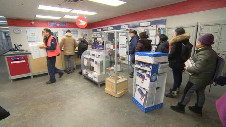 Canada Post scraps 'northern flat rate box' after charities decry unfair treatment for the North
