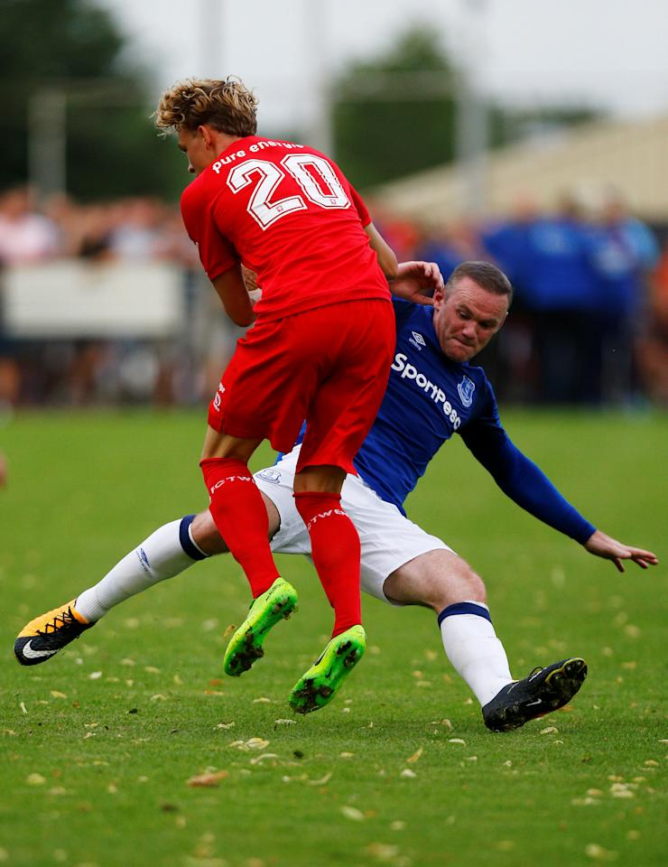 Soccer Football - FC Twente vs Everton - Pre Season Friendly - De Lutte, Netherlands - July 19, 2017   Everton's Wayne Rooney in action   REUTERS/Michael Kooren
