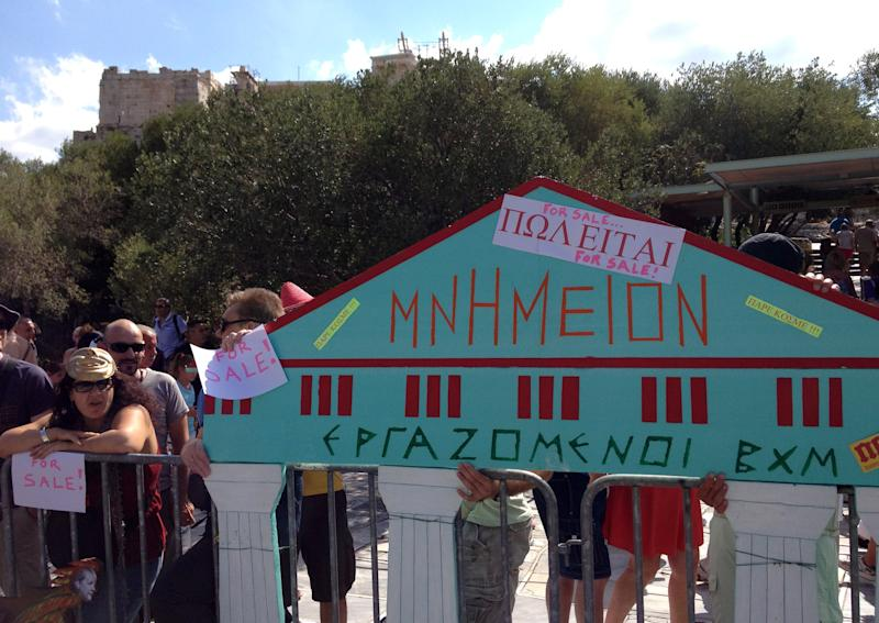 Greek protesters take campaign to Acropolis