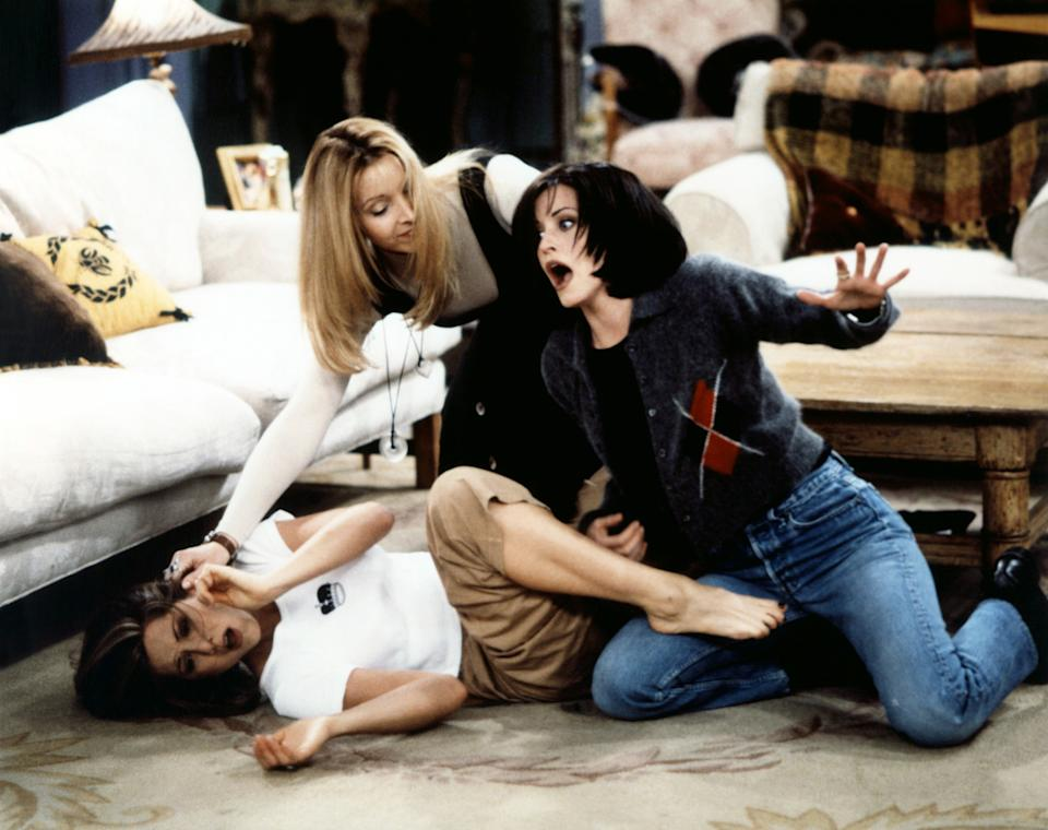 Jennifer Aniston, Lisa Kudrow and Courteney Cox in a 1996 episode of 'Friends' (Photo: Warner Bros. Television / Courtesy: Everett Collection)
