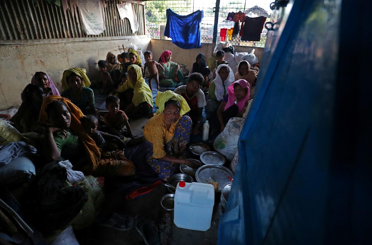 Rohingya refugees, who crossed the border from Myanmar this week, take shelter at Seagull Primary School in the Kutupalong refugee camp near Cox's Bazar, Bangladesh October 23, 2017. REUTERS/Hannah McKay