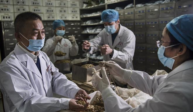 A spokesman for the Beijing Health Commission says the use of TCM has made a significant contribution to patients' recovery. Photo: Xinhua