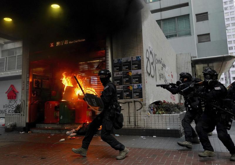 Riot police arrive after protestors vandalize in Hong Kong, Sept. 29, 2019. (Photo: Vincent Yu/AP)